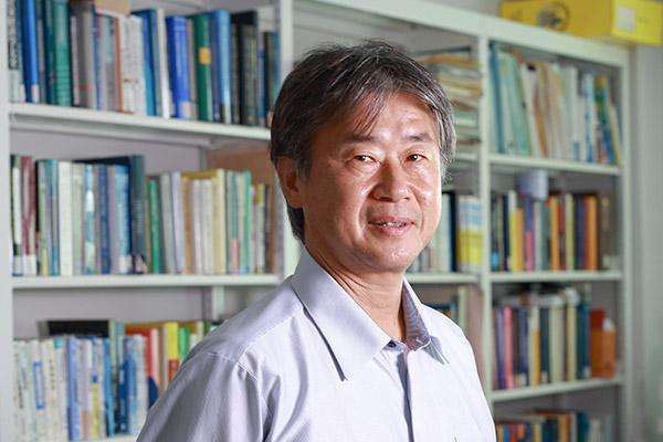 京都大学経済研究所 所長 西山 慶彦